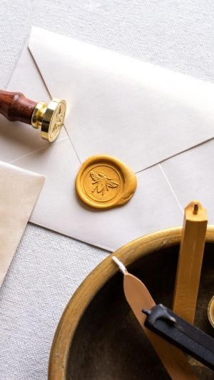 American Crafts S.W.A.K. Wax Seal Kit - Hello Bee WR352495